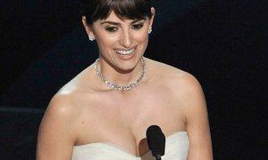 Penelope Cruz wins Best Supporting Actress