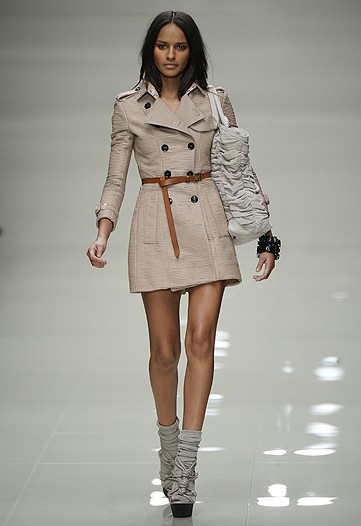 Love the trench cinched with the belt